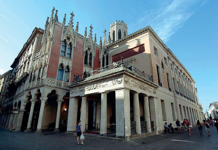Analisi diagnostiche sulle decorazioni pittoriche presso il Caffè Pedrocchi a Padova